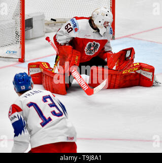 Bratislava, Slovakia. 19th May, 2019. L-R Jakub Vrana (CZE) scores against goaltender Lukas Herzog (AUT) in the match between Austria and Czech Republic within the 2019 IIHF World Championship in Bratislava, Slovakia, on May 19, 2019. Credit: Vit Simanek/CTK Photo/Alamy Live News - Stock Image