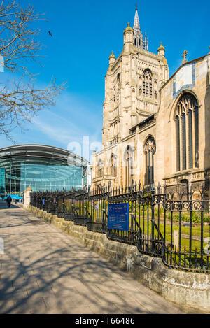 St. Peter Mancroft church with the Forum, Millennium Plain, Norwich, Norfolk, England, United Kingdom. - Stock Image