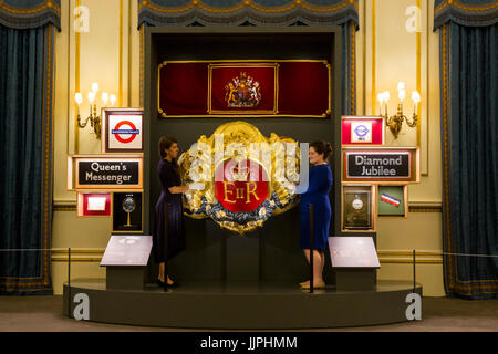 *** EMBARGOED to 00:01 BST, FRIDAY, 21 JULY 2017 *** Pictured: Velvet hanging of the United Kingdom's coat of - Stock Image