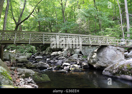 Foot Bridge over Popolopen Creek, Hudson Highlands, NY, USA - Stock Image