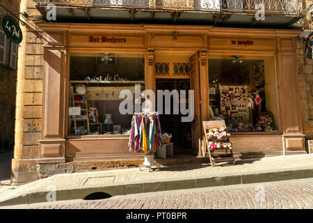 The Town of Sarlat in France, famous for it's population of British People who visit here every year. The town increases in Popluation by 10 - Stock Image
