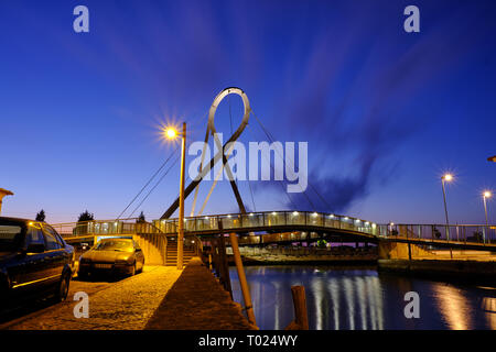 'Ponte Pedonal Circular' (circular pedestrian bridge) in Aveiro seen from canal during blue hour. Long exposure. In Aveiro Portugal, June 22, 2017 - Stock Image