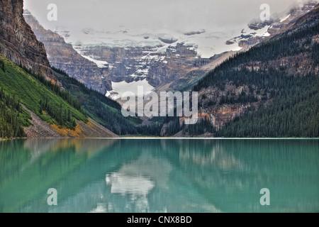 lake Louise with Victoria glacier, Canada, Alberta, Banff National Park - Stock Image