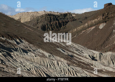 Cliffs and sandstone, tilted rock layers Red Rock Canyon State Park California Mojave Desert - Stock Image