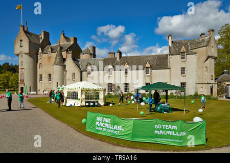 BALLINDALLOCH CASTLE BANFFSHIRE SCOTLAND WITH MACMILLAN CANCER SUPPORT OPEN RACES DAY - Stock Image