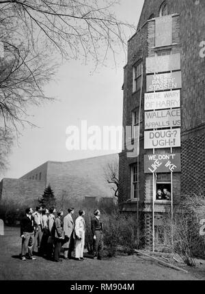 Northwestern University men look at an array of signs posted on their dorm about the presidential election of 1948 in Evanston, Illinois. - Stock Image