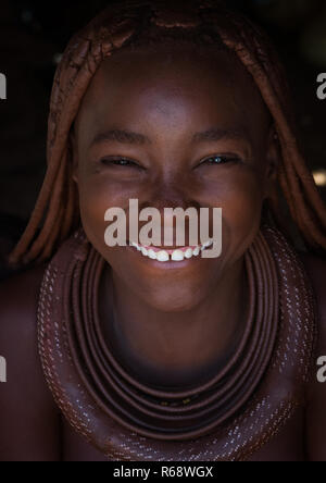 Portrait of a Himba tribe young woman smiling, Cunene Province, Oncocua, Angola - Stock Image