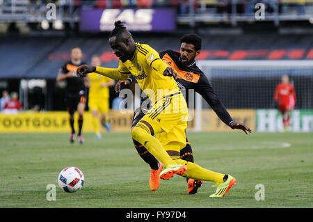 Mapfre stadium, USA. 23rd April, 2016. .Columbus Crew SC forward Kei Kamara (23) dribbles past Houston Dynamo midfielder - Stock Image