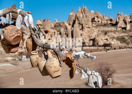 Pottery hanging from a tree in Goreme, Cappadocia, Turkey - Stock Image