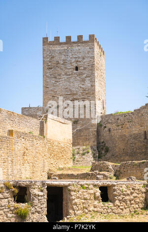 Italy Sicily Enna old mountain town 970m Castello di Lombardia Castle of Lombardy built 1076 site of Sican Temple of Ceres Torre Pisana Tower - Stock Image