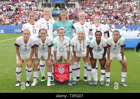 USA women's national team group line-up (USA), JUN 24, 2019 - Football / Soccer : USA women's national team group (L-R) Alex Morgan, Samantha Mewis, Alyssa Naeher, Becky Sauerbrunn, Rose Lavelle front: Abby Dahlkemper, Kelly O Hara, Megan Rapinoe, Lulie Ertz, Crystal dunn, Tobin Heath prior to the FIFA Women's World Cup France 2019 Round of 16 match between USA and Spain at Stade Auguste-Delaune in Reims, France. (Photo by AFLO) - Stock Image