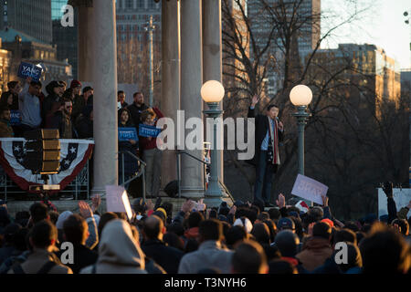 Boston, MA, USA April 10th 2019. YANG 2020 American presidential campaign rally at the Parkman Bandstand on the Boston Common. More than 1,000 supporters of Andrew Yang gathered to meet and hear Democratic candidate Yang speak at the Boston Common. Photo shows Yang on the bandstand addressing the crowd Credit: Chuck Nacke/Alamy Live News - Stock Image