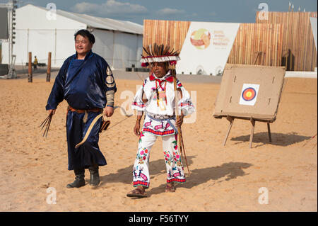 Palmas, Brtazil. 28th Oct, 2015. A Mongolian and a Mexican contestant recover their arrows from the target during - Stock Image