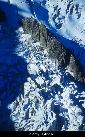 The mountain refuge Grands Mulets on its rock island surrounded by huge crevasses of the Bossons glacier, Chamonix, France - Stock Image