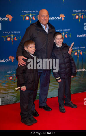 London, United Kingdom. 16 January 2019. Claude Littner arrives for the red carpet premiere of Cirque Du Soleil's 'Totem' held at The Royal Albert Hall. Credit: Peter Manning/Alamy Live News - Stock Image