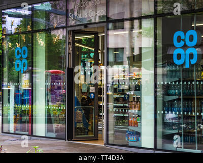 CoOp - Central London CoOp Shop near St Pauls London - Stock Image