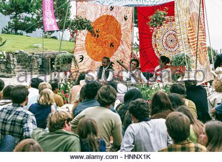 Pandit Ravi Shankar tunes tamboura for accompanist, Kamala Chakravarty, as tabla maestro Ustad Alla Rakha waits - Stock Image