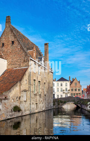 Gouden Handrei Canal and bridge in Bruges, Flanders, Belgium - Stock Image