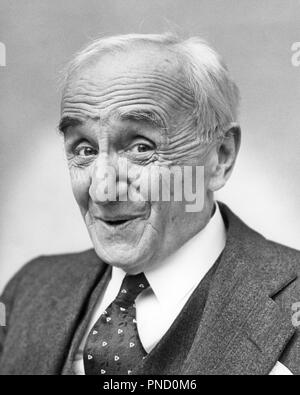 1930s PORTRAIT OF WHITE HAIRED SENIOR BUSINESS MAN WITH VERY AGED WRINKLED FACE SMILING LOOKING AT CAMERA - c10040 HAR001 HARS CARING CONFIDENCE SENIOR MAN SENIOR ADULT EXPRESSIONS B&W VERY EYE CONTACT SUIT AND TIE HAPPINESS BRIGHT OLDSTERS HEAD AND SHOULDERS CHEERFUL OLDSTER WRINKLED WRINKLES KNOWLEDGE LEADERSHIP OF AUTHORITY HAIRED OCCUPATIONS POLITICS SMILES ELDERS JOYFUL STYLISH ELDERLY MAN BROW BLACK AND WHITE CAUCASIAN ETHNICITY EXPRESSIVE HAR001 OLD FASHIONED - Stock Image