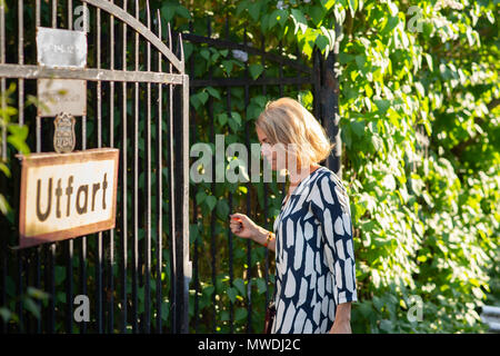 Stockholm, Sweden, May 31, 2018. Crisis in the Swedish Academy. Members of the Swedish Academy arrive at Bergsgarden, Djurgarden, Stockholm for late dinner after previous meetings at the Swedish Academy in the Old town, Stockholm. Jayne Svenungsson arrives. Credit: Barbro Bergfeldt/Alamy Live News - Stock Image