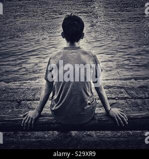 Rear view on young man looking forward - Stock Image