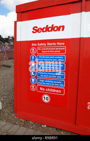A building site safety notice by Seddon Builders, Stoke-on-Trent, Staffordshire, England, UK - Stock Image
