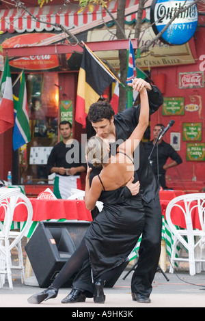 Two professional tango dancers perform at an outdoor cafe in La Boca - Stock Image