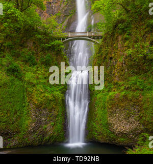 Multnomah Falls is a waterfall located in the Columbia River Gorge, east of Troutdale, between Corbett and Dodson, Oregon, United States. - Stock Image
