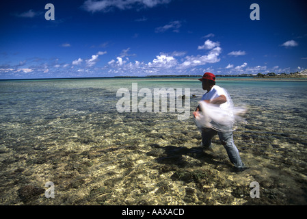 net fisherman throwing net in the Marshall Islands - Stock Image