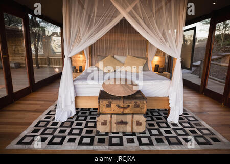 View of empty canopy bed - Stock Image