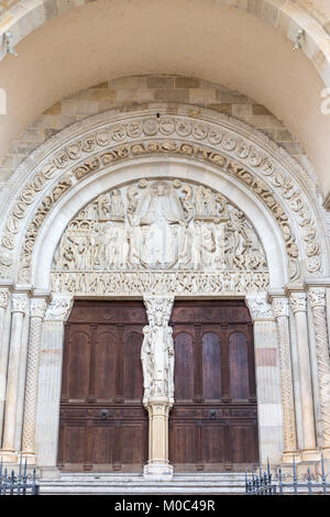 Close up of the Last Judgment, a sculpure by Gislebertus on the west portal of Saint Lazare Cathedral in Autun, - Stock Image