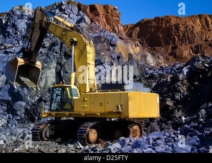 An digging machine at work, in a quarry. - Stock Image