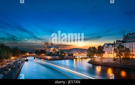 Ile de la Cite and Notre Dame at sunset, Paris, France - Stock Image