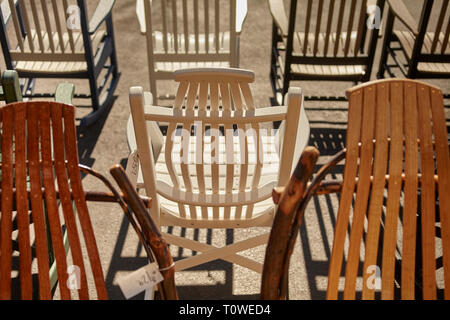 An outdoor display of Amish handmade chairs at Peaceful Valley Furniture, Intercourse, Lancaster County, Pennsylvania, USA - Stock Image