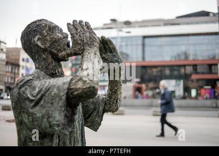 Sculpture 'Nermine, dođi' by Mensud Kečo, Veliki Park, Sarajevo, Bosnia and Herzegovina - Stock Image