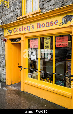 Cooley's House Pub and Restaurant in Lahinch in County Clare in Ireland - Stock Image