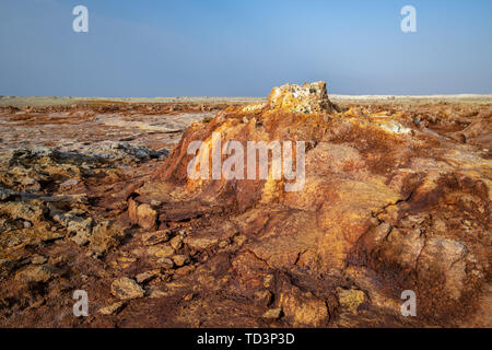 Dallol hydrothermal hot springs in the Danakil depression at the Afar Triangle, Ethiopia - Stock Image