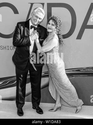 New York, NY - June 03, 2019: Bob Mackie and Bernadette Peters attend 2019 CFDA Fashion Awards at Brooklyn Museum - Stock Image