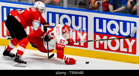 Bratislava, Slovakia. 19th May, 2019. L-R YANNICK WEBER (SUI) and NIKITA GUSEV (RUS) in action during the match between Switzerland and Russia within the 2019 IIHF World Championship in Bratislava, Slovakia, on May 19, 2019. Credit: Vit Simanek/CTK Photo/Alamy Live News - Stock Image
