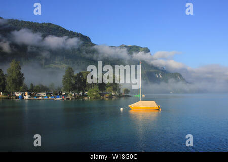 Early morning on the shore of Lake Brienz, Switzerland. - Stock Image