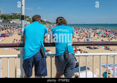 Bournemouth, UK. 7th July 2018. Over 100,000 people on the beach in Bournemouth during the July heatwave. Credit: Thomas Faull / Alamy Live News - Stock Image
