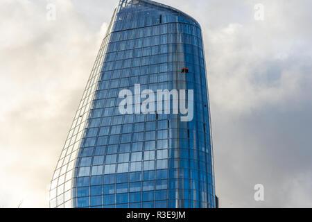 LONDON - NOVEMBER 15 : Window cleaners on a modern glass skyscraper on 15 November 2018 in London, UK - Stock Image