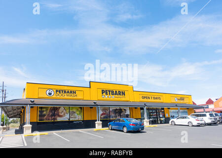 Pet Barn, pet shop and dog wash. Tamworth Australia. - Stock Image