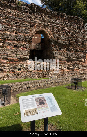 Ruined wall of Roman Baths, Jewry Wall Museum, Leicester, England, UK - Stock Image