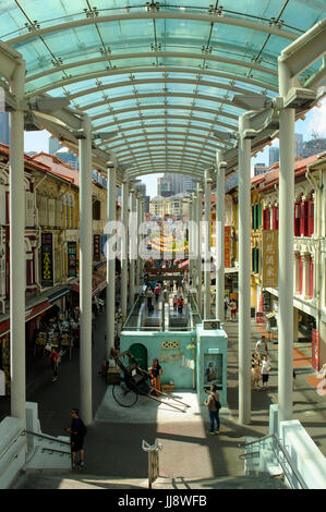 Looking south-east along Pagoda Street, Chinatown, Singapore - Stock Image