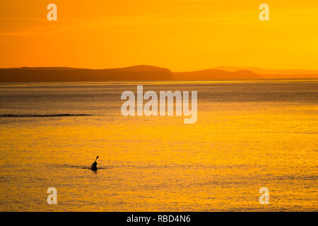 Aberystwyth Wales, UK. 09th Jan, 2019. UK Weather: On a clear cold evening, after a day of winter sunshine, a lone kayaker makes his way back to the shore in Aberystwyth at sunset photo Credit: keith morris/Alamy Live News - Stock Image
