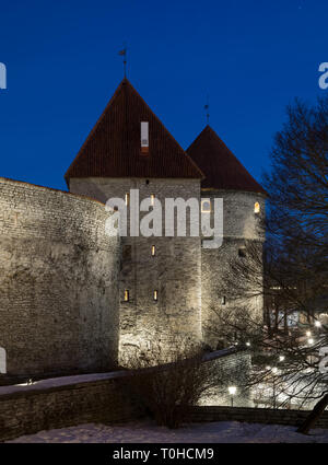 Medieval fortification city wall and towers of Tallinn - Stock Image