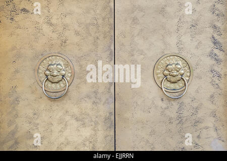 Two lion-shaped metal knockers on a Chinese door - Stock Image