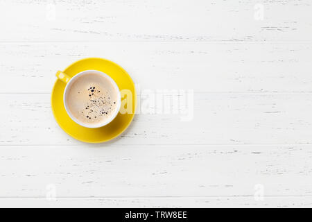 Coffee cup on white wooden table. Top view flat lay with copy space - Stock Image