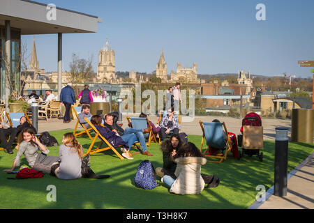 The roof garden of the new Westgate Shopping Centre, Oxford with Tom Tower behind. Editorial only. - Stock Image